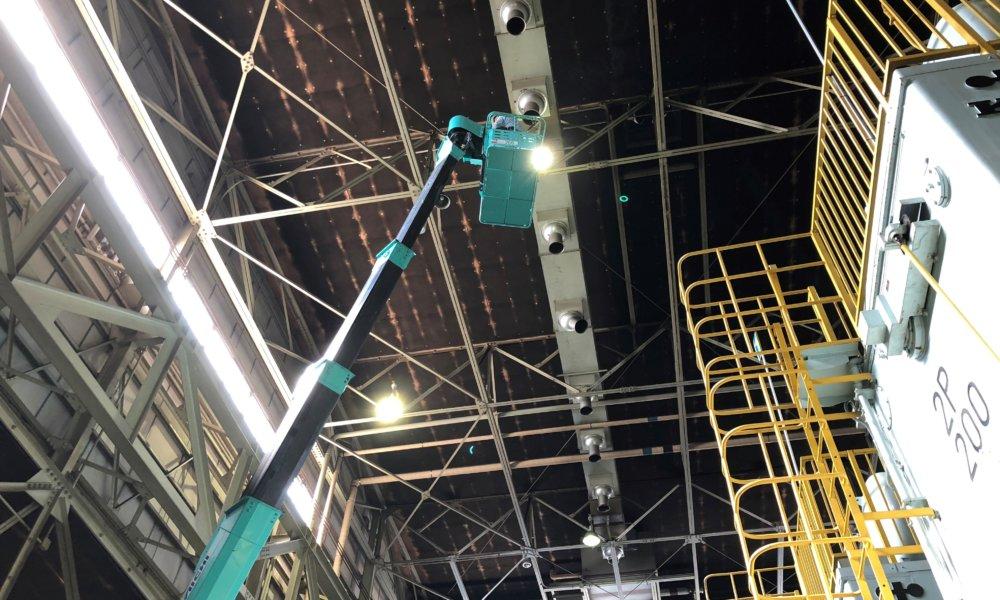 高所作業 LED照明交換