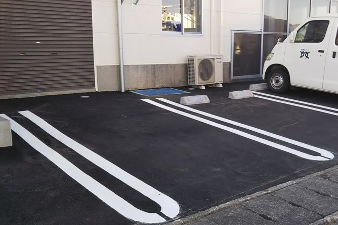 シャッター・舗装・白線