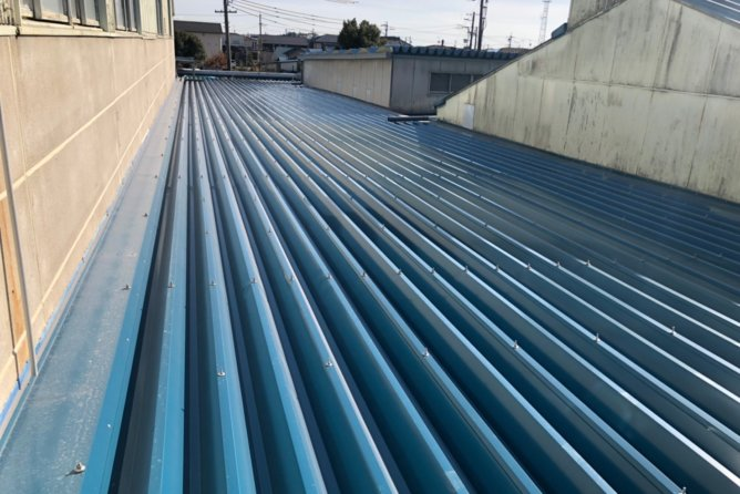 雨漏り対策 折版屋根カバー工法工事
